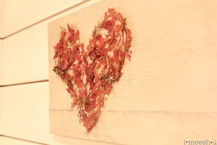 shabby-chic-coral-beach-sign-heart