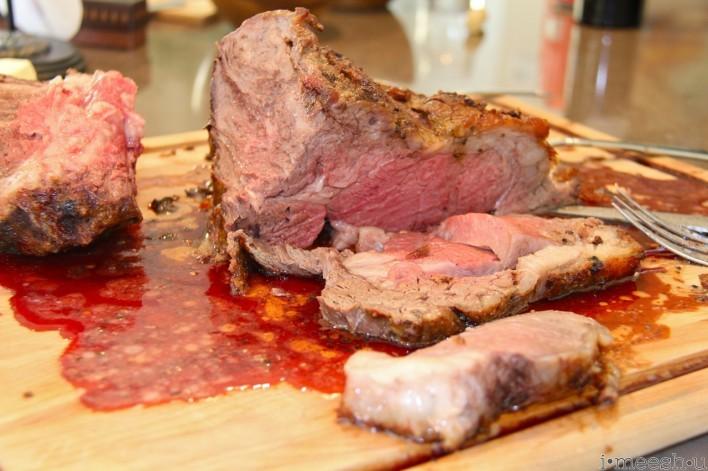 juicy prime rib roast on cutting board with au jus
